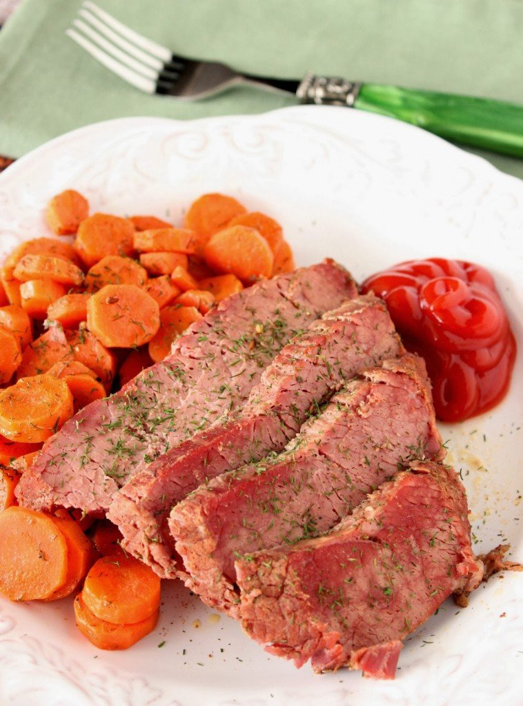 Slow Cooker Corned Beef and Carrots Recipe