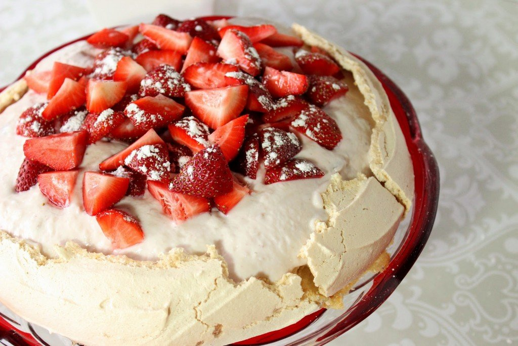 Pavlova with Greek Yogurt and Strawberries Recipe