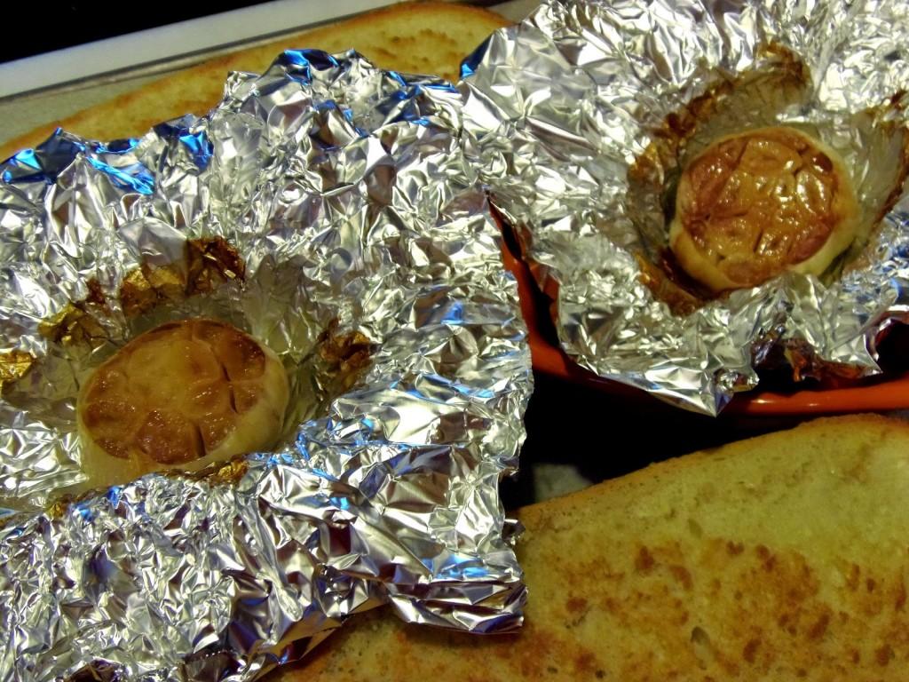 Roasted Garlic Rosemary Cheese Bread