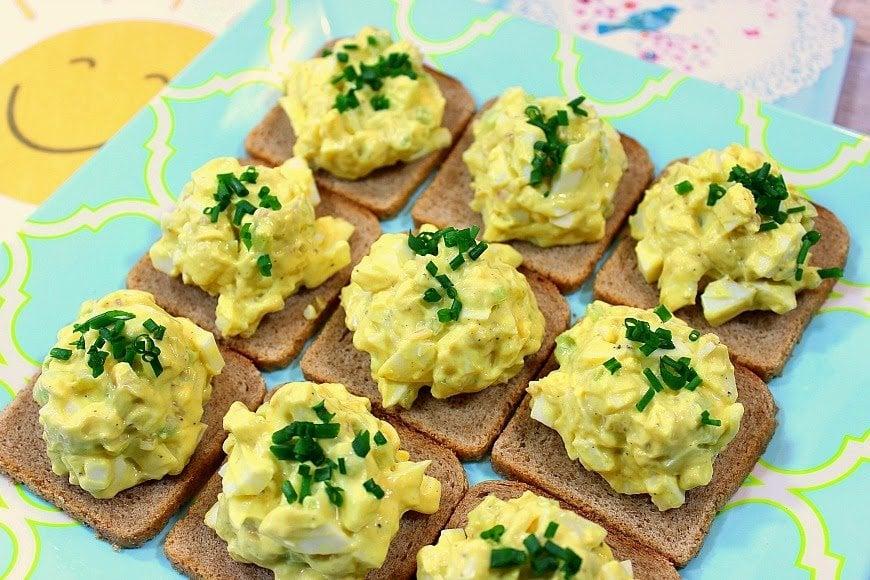 Easy Creamy Egg Salad Canapés