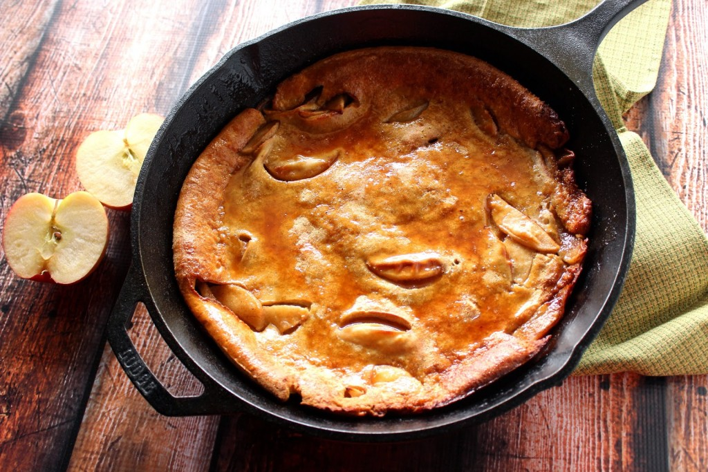Apple Dutch Baby Pancake with Apple Cider Syrup / www.kudoskitchenbyrenee.com