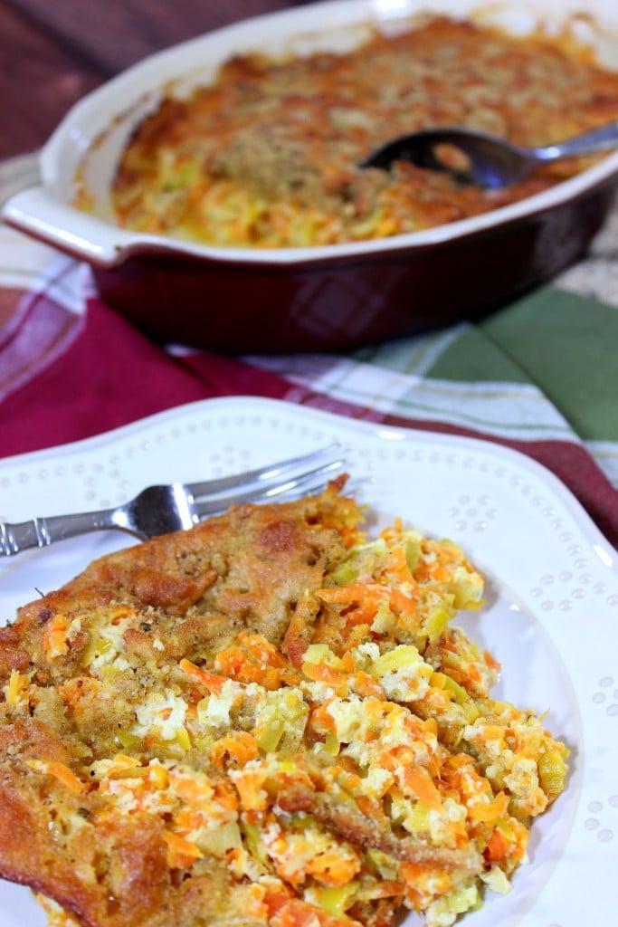 Carrot and Leek Gratin - https://www.kudoskitchenbyrenee.com///2015/03/carrot-and-leek-gratin-plus-cookbook-giveaway.html