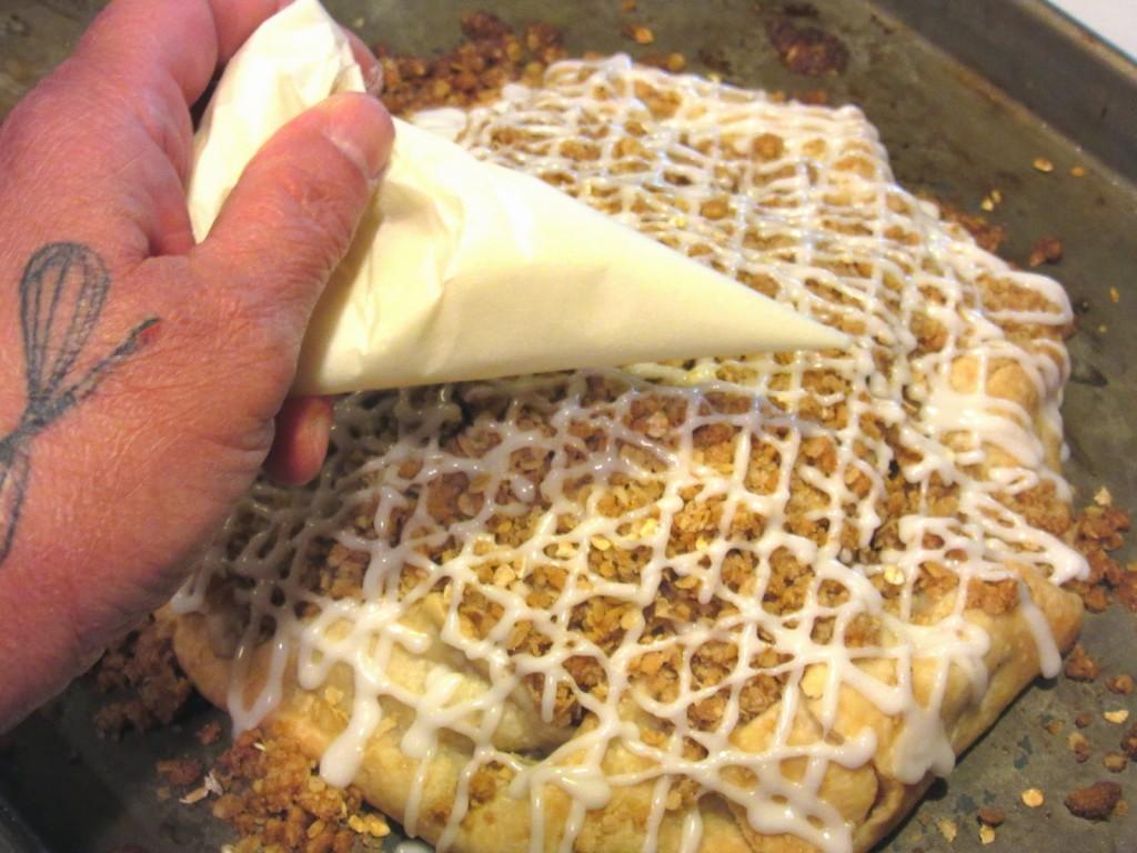 Apple Pie Crostata - https://www.kudoskitchenbyrenee.com///2015/04/apple-crumble-crostata.html