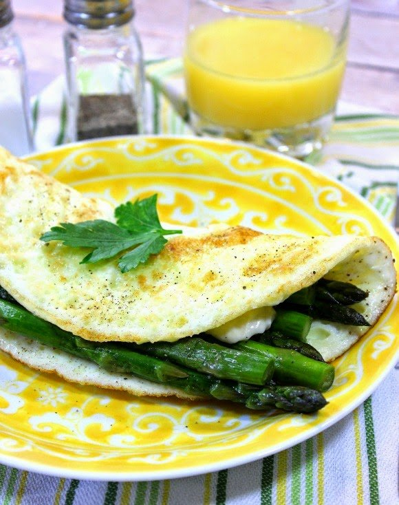 Low Calorie Egg White Omelet with Asparagus and Cheddar