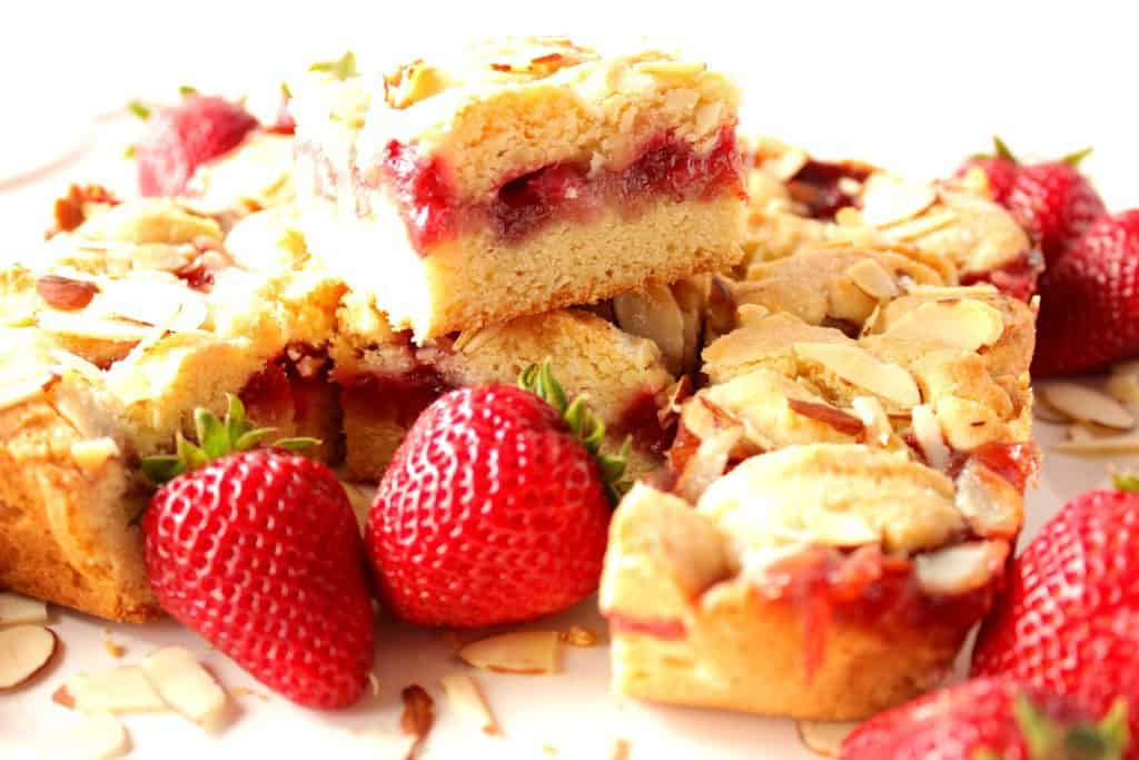 Strawberry Cobbler Dessert Bars