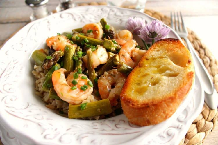 Quick and Easy Saucy Shrimp with Asparagus