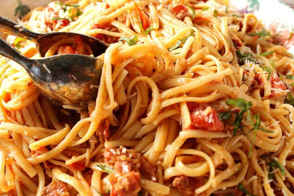 Linguine with Bacon and Tomatoes