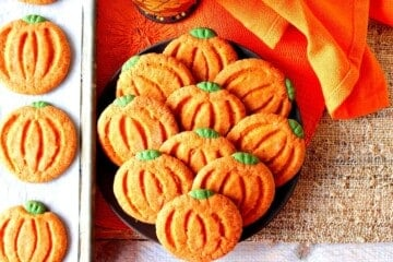 Pumpkin Shaped Sugar Cookies