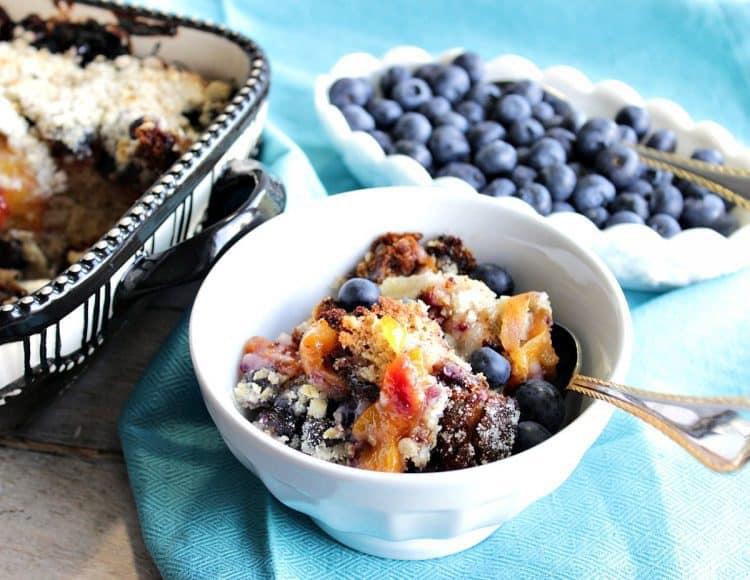 Berry Fresh Blueberry Peach Crisp Recipe - www.kudoskitchenbyrenee.com