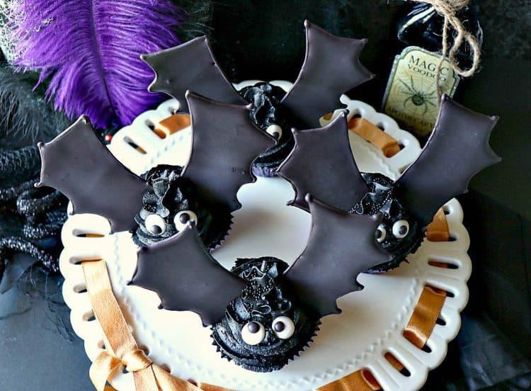Buttercream Bat Wing Cupcakes - kudoskitchenbyrenee.com
