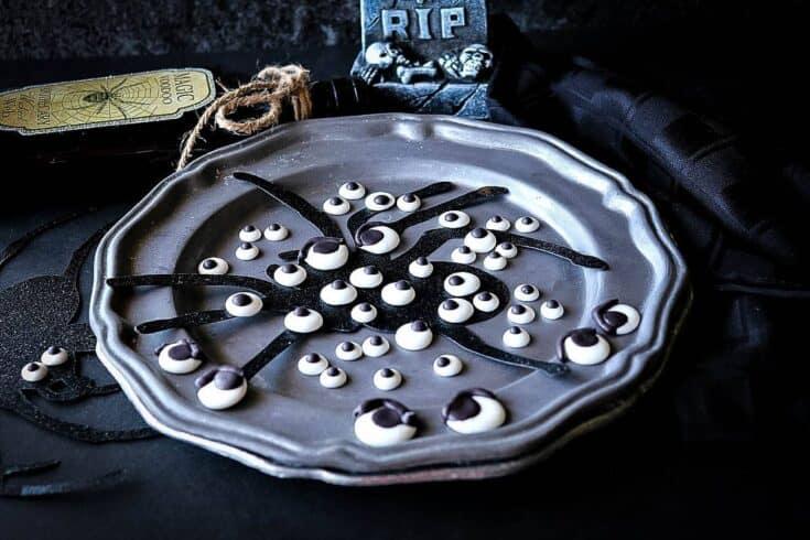 Homemade Royal Icing Eyeballs - kudoskitchenbyrenee.com