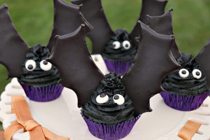 Royal Icing Bat Wing Cupcakes - kudoskitchenbyrenee.com