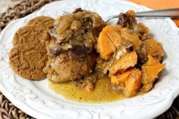 Worried that your chicken breasts are always dry and boring? No longer. These fork-tender Apple Cider Braised Chicken Breasts with Sweet Potatoes and Gingersnaps are anything but dry and boring! - kudoskitchenbyrenee.com