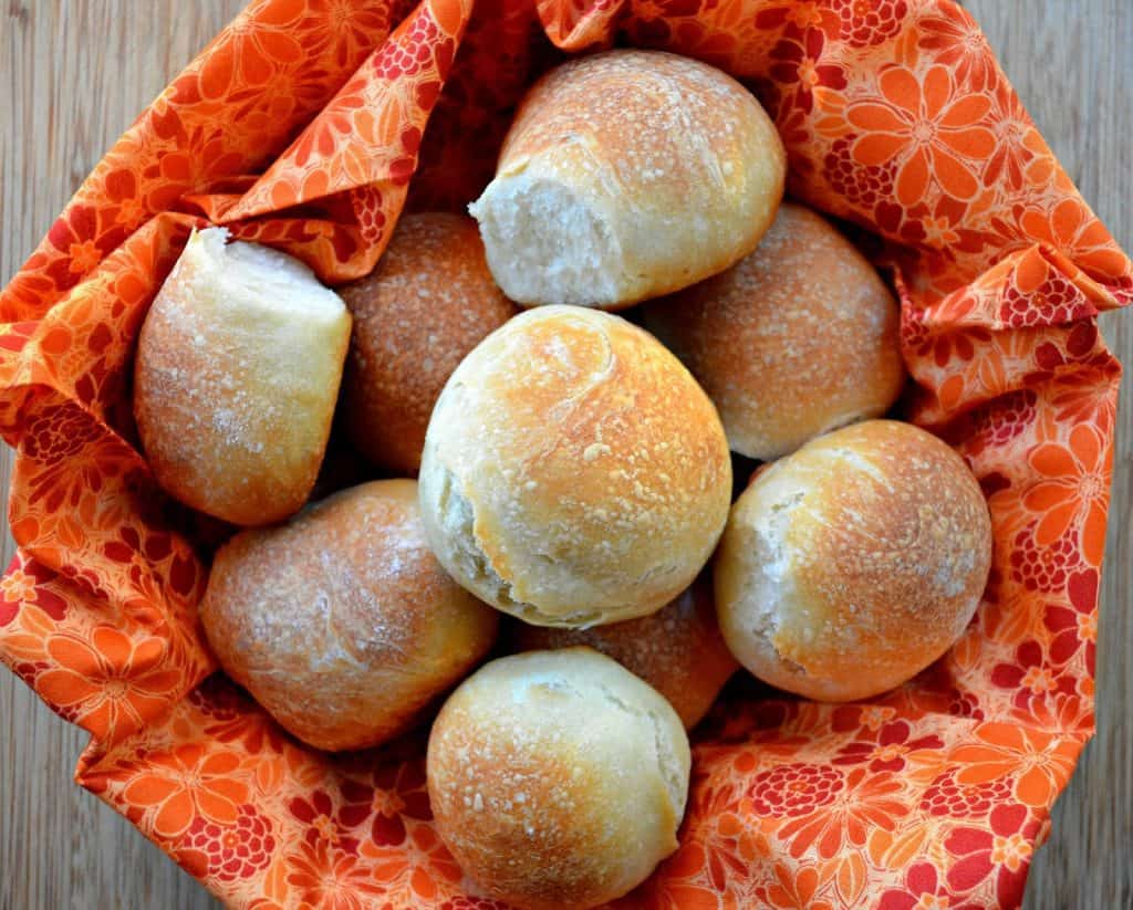 Thanksgiving Rolls, Buns & Breads Recipe Roundup for Friday's Featured Foodie Feastings - kudoskitchenbyrenee.com